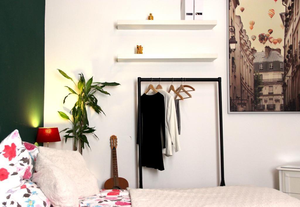 Eine Coole Wg Zimmer Idee Die Kleiderstange Sieht Unterhalb Von