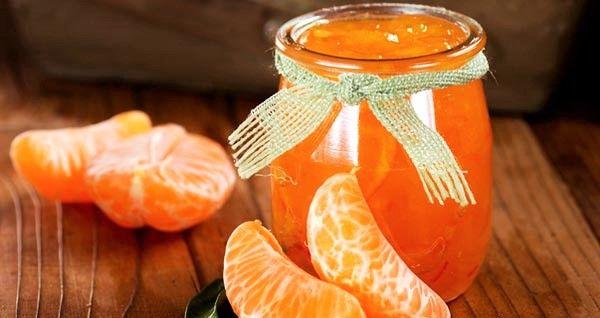 La marmellata di mandarini è ricca di vitamine, ed è anche molto nutriente. INGREDIENTI: 1 Kg di mandarini 500 di zucchero bianco, 1/2 Litro di acqua. PROCEDURA:Per prima cosa dovete sbucciare i mandarini, tagliarli a pezzetti e poi eliminare i semi.Cercate di salvare il succo che fuoriesce quando li tagliate, metteteli in una pentola insieme …