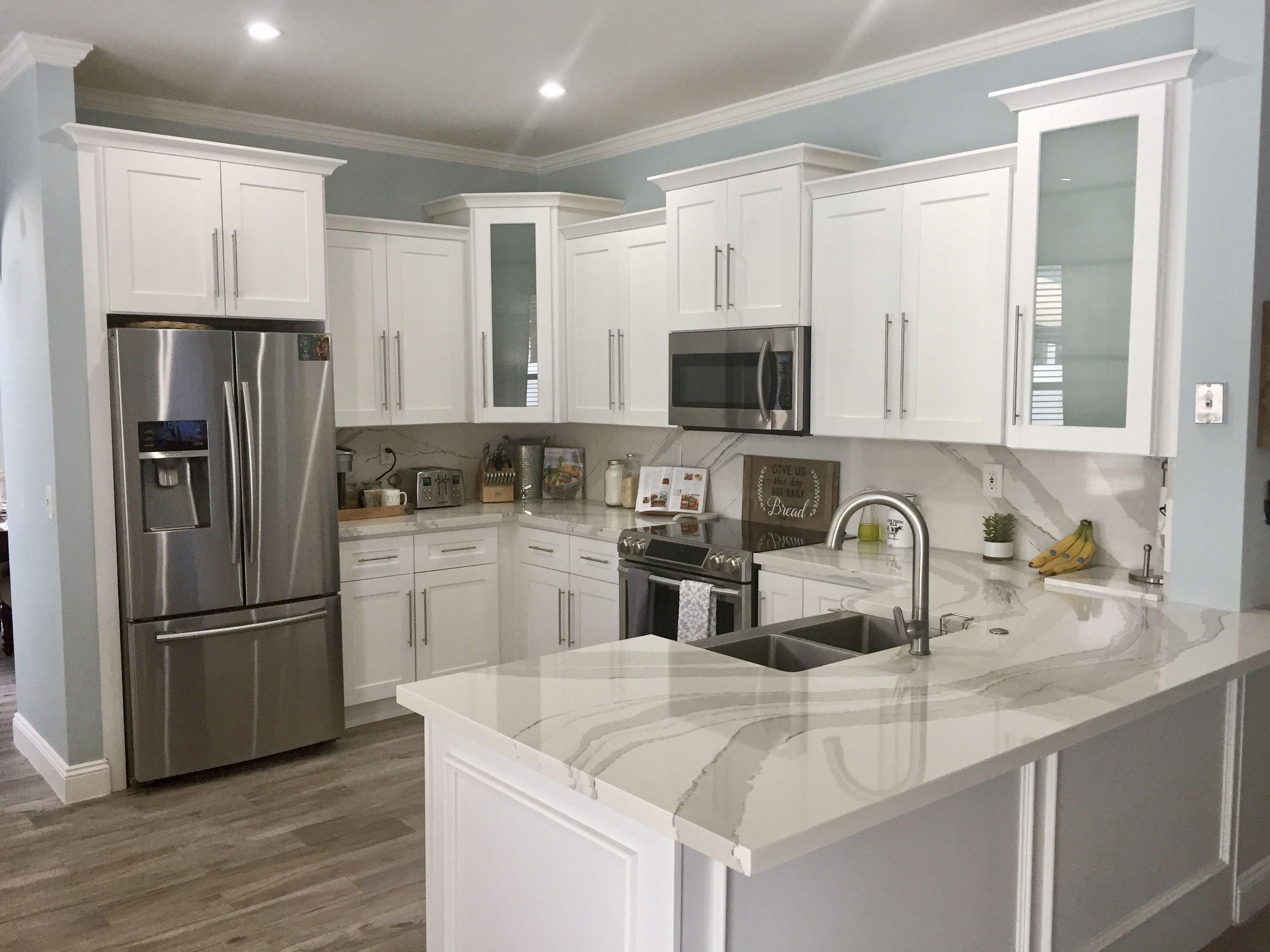 all white rustic chic farmhouse kitchen. #farmhousekitchens #kitchens #beautiful #whitekitchen #