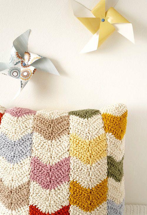 Chevron cushion crochet pattern by Little Doolally | Tiendas ...
