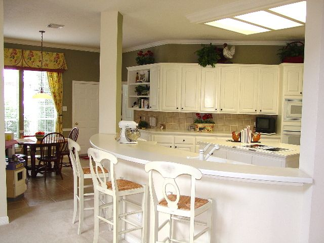 Kitchen Island Breakfast Bar Curved With Column Curved