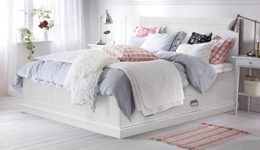 Bettgestell Mit Schubladen Fjell Weiss Gebeizt Mit Bildern Franzosisches Bett Ikea Betten Weiss Bett