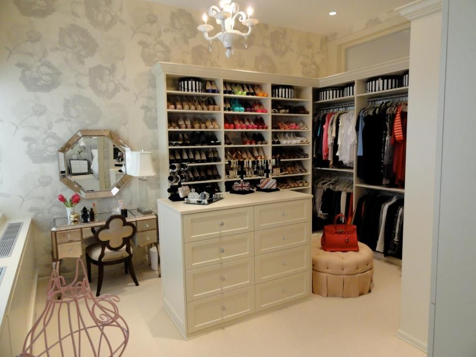 Bethenny Frankel S New Walk In Closet In Tribeca By Andrea Gary Love This Spare Bedroom Closets Small Master Bedroom Closet Ideas Closet Bedroom