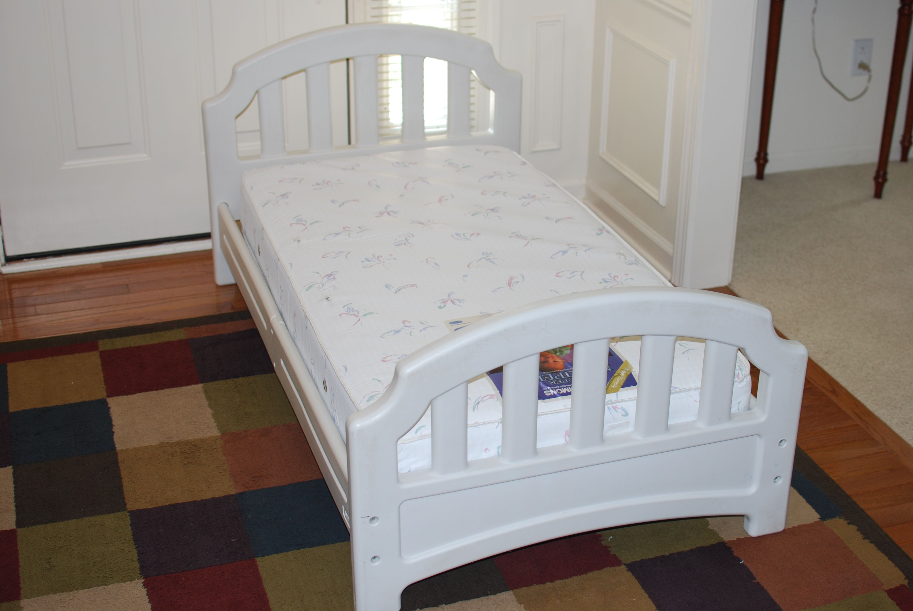 White Evenflow Plastic Toddler Bed With Simmons Super Maxipedic Mattress Is In Good
