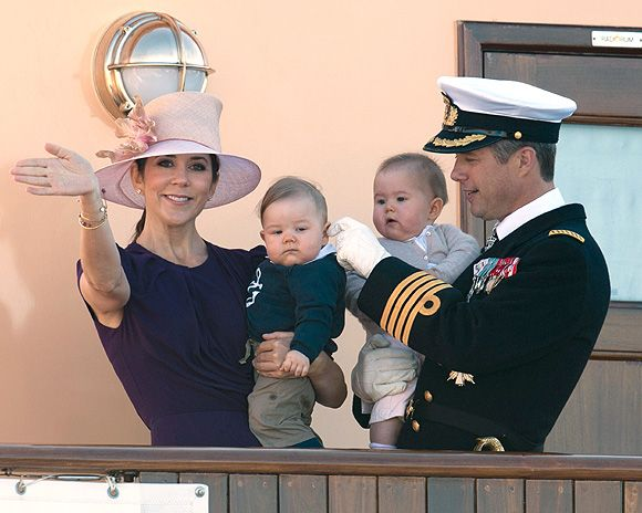Prince Frederik and Princess Mary show off Prince Vincent and Princess Jospehine as they arrive for tour of Northern Denmark - Photo 2 | Celebrity news in hellomagazine.com