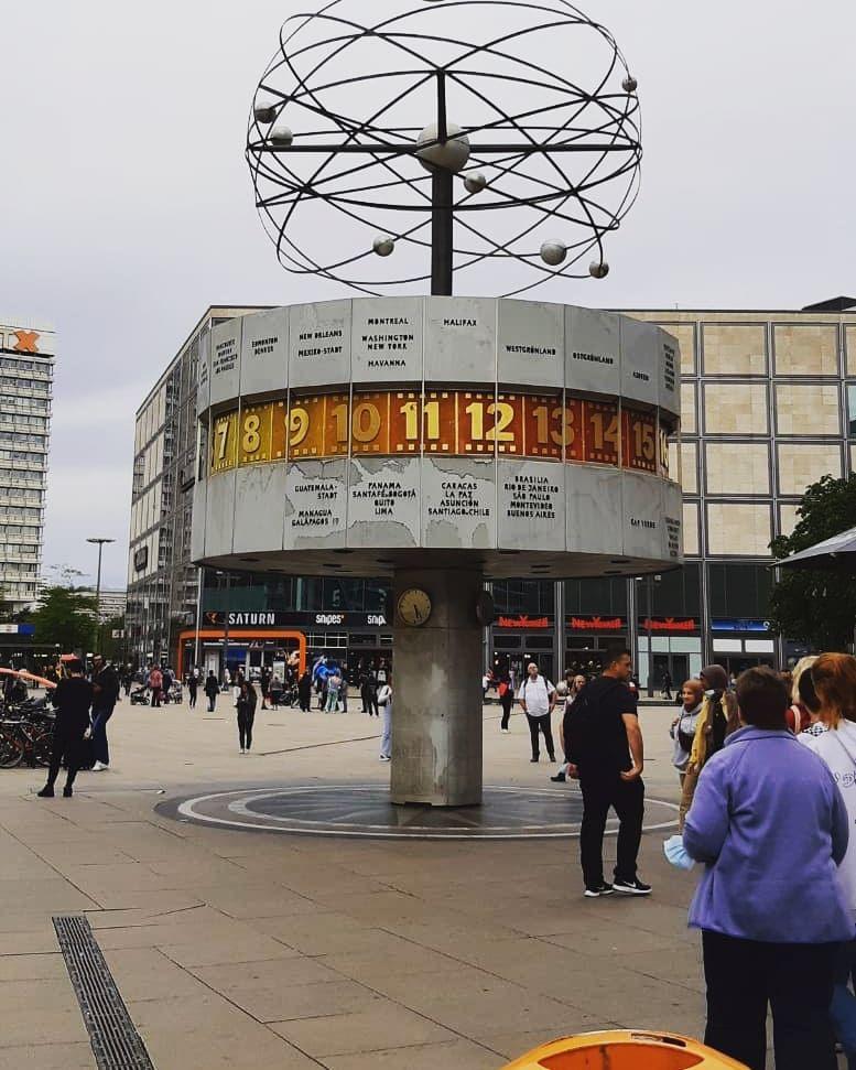 Weltuhr In Berlin Weltuhr Uhr Uhrzeit Berlin Germany Deutschland In 2020 Fair Grounds Ferris Grounds