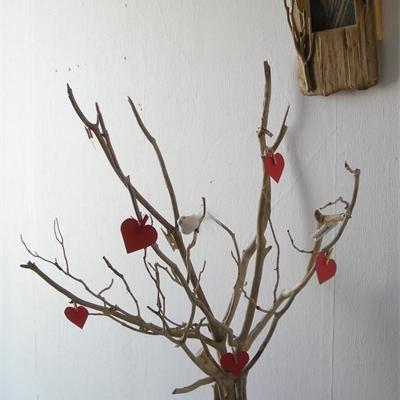 Voici un arbre porte-photo en bois flotté Facile à réaliser et peu - decoration pour porte d interieur