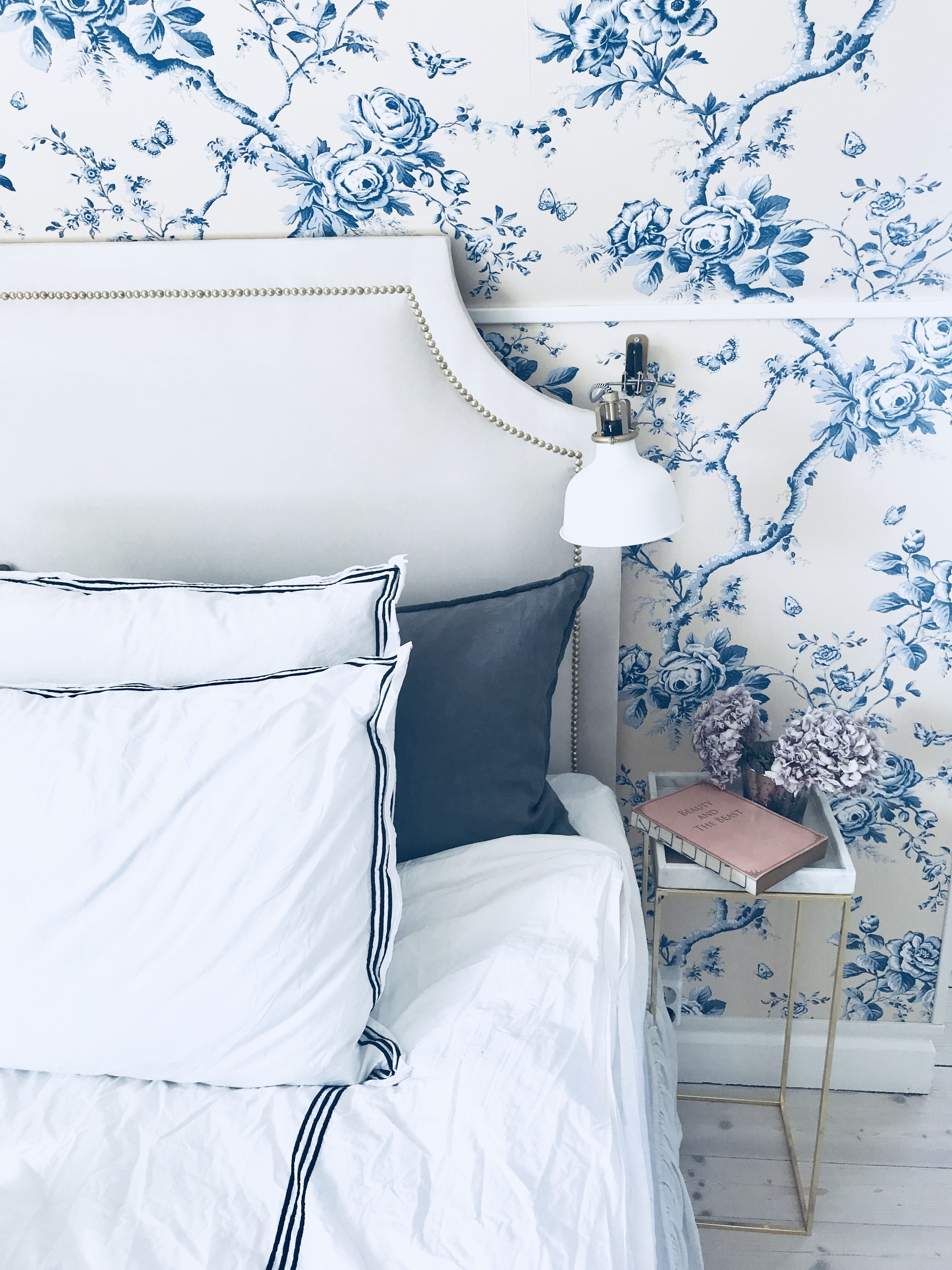 Best Romantic Bedroom With Wallpaper Ashfield Floral From 400 x 300