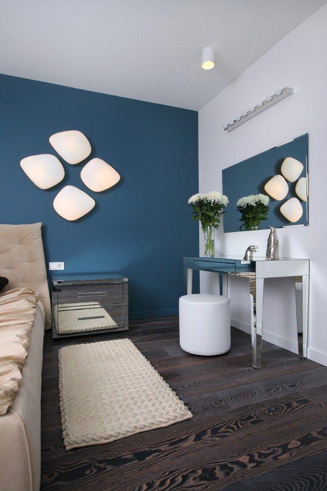 schlafzimmer dekorieren wandfarbe petrol blau wandleuchten ...
