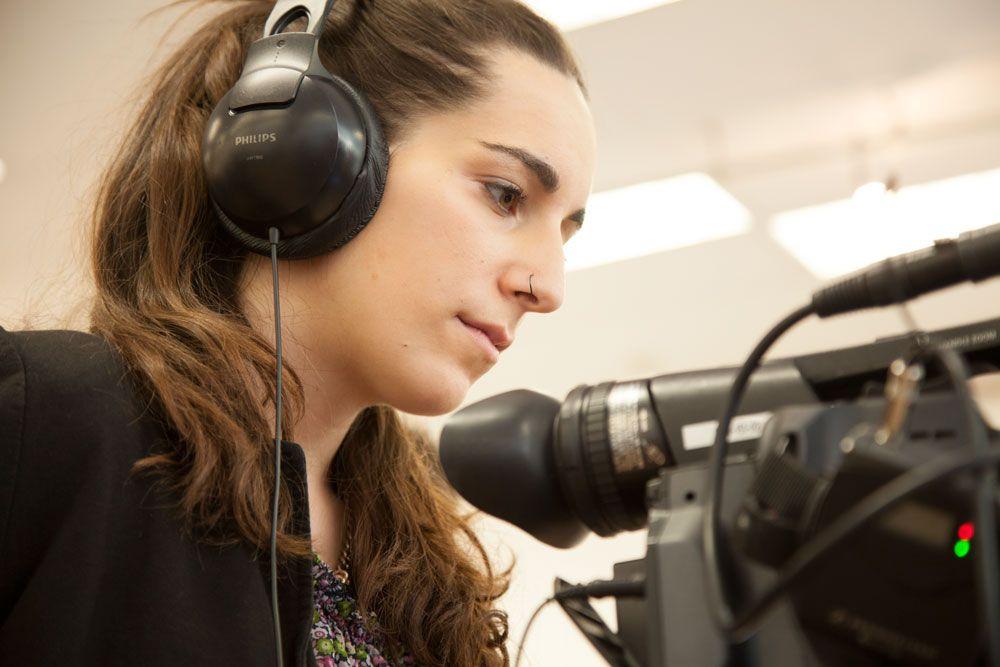 Alumnos de Reporterismo cubriendo la Madrid Woman's Week 2015.
