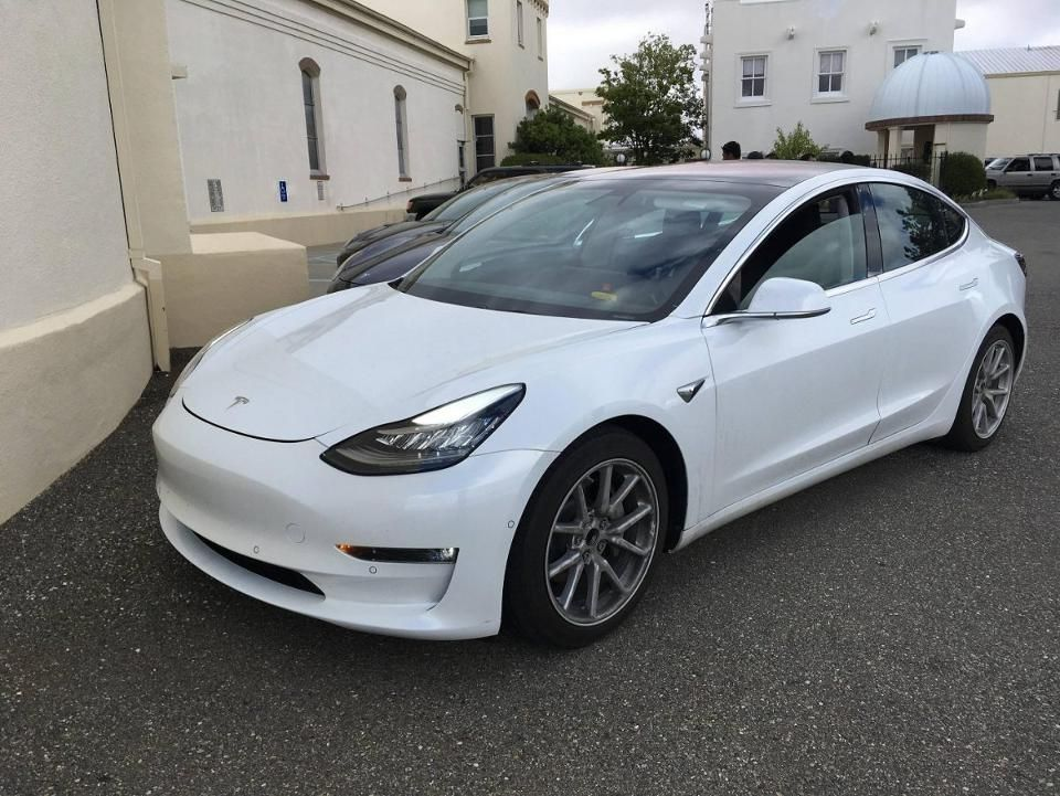 Crunch Time Tesla Model 3 Vs Chevy Bolt Chevy Bolt Tesla