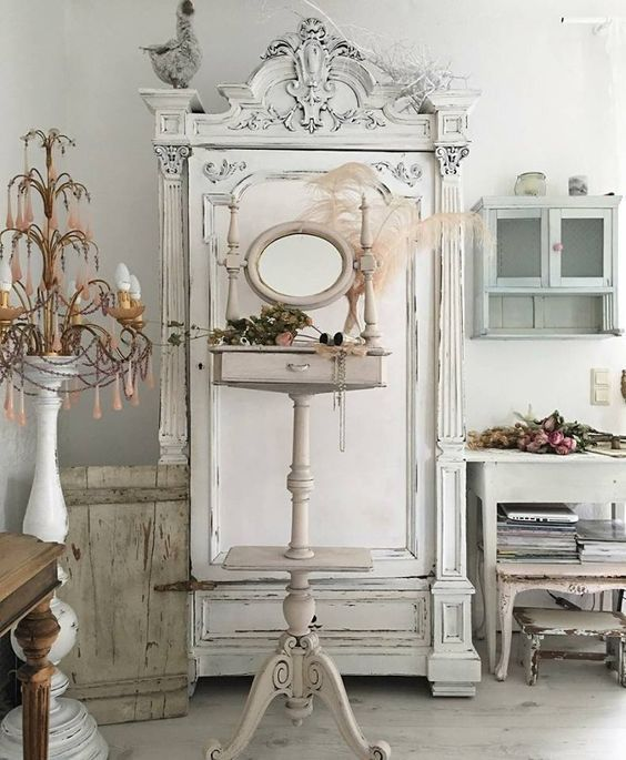 Shabby and Charming: Pure shabby chic Lana Schuster\'s house ...