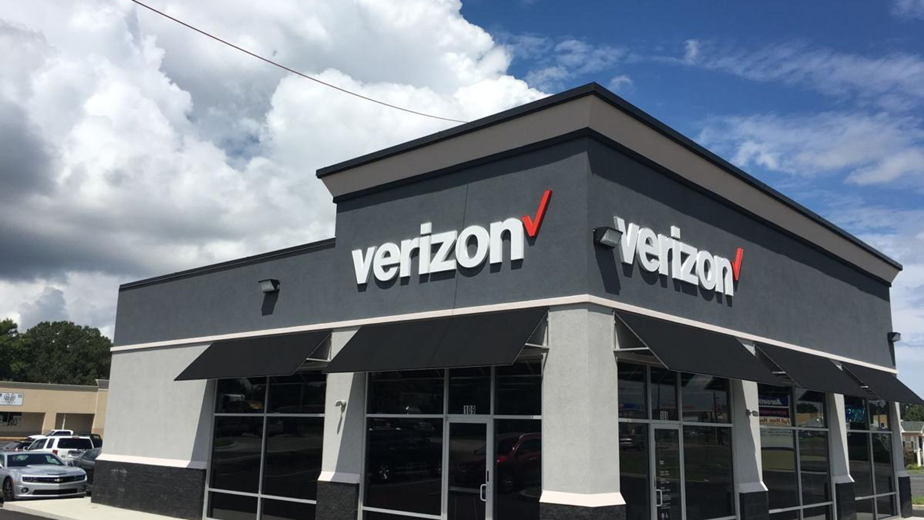 Verizon 5G mobile network available now in Chicago and