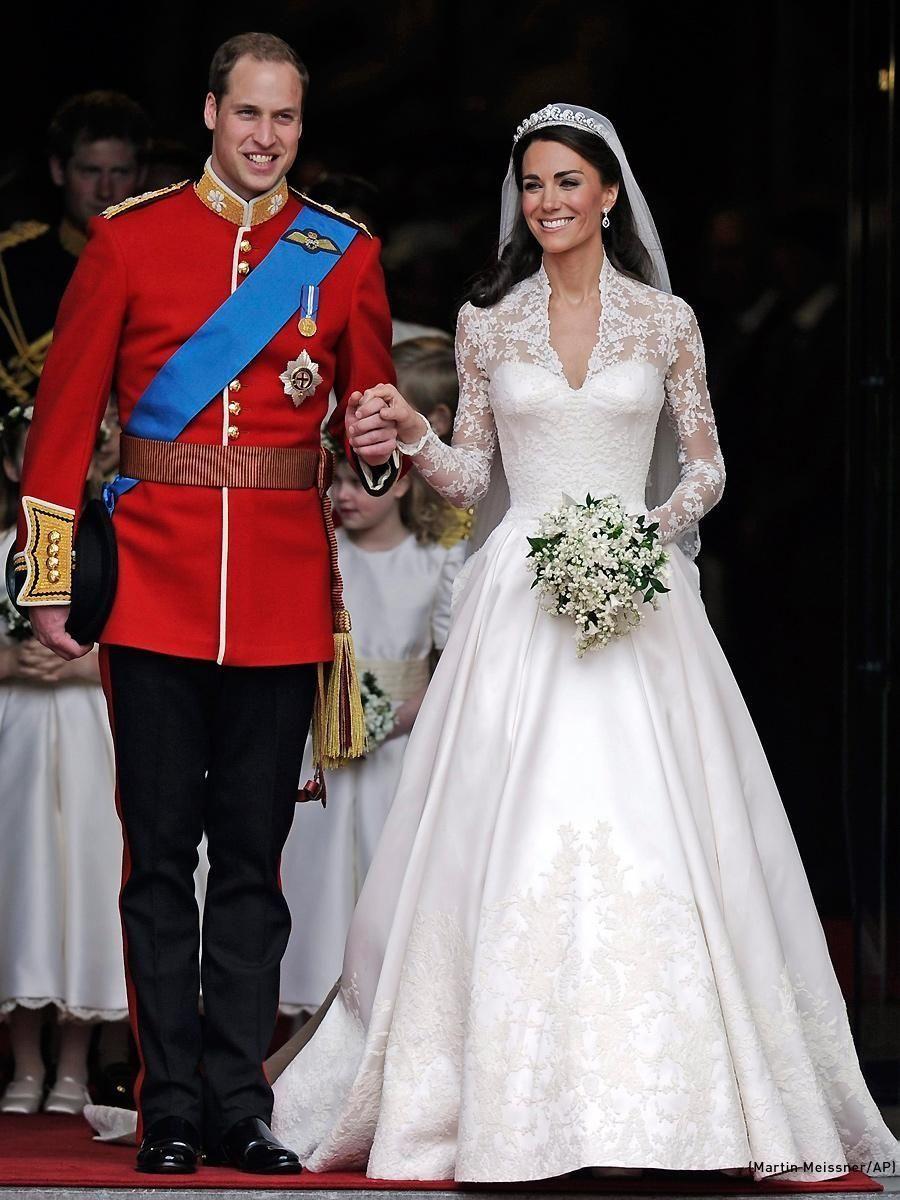 Catherine Middleton And Prince William Wedding Dress By Alexander Mcqueen S Sarah Burton