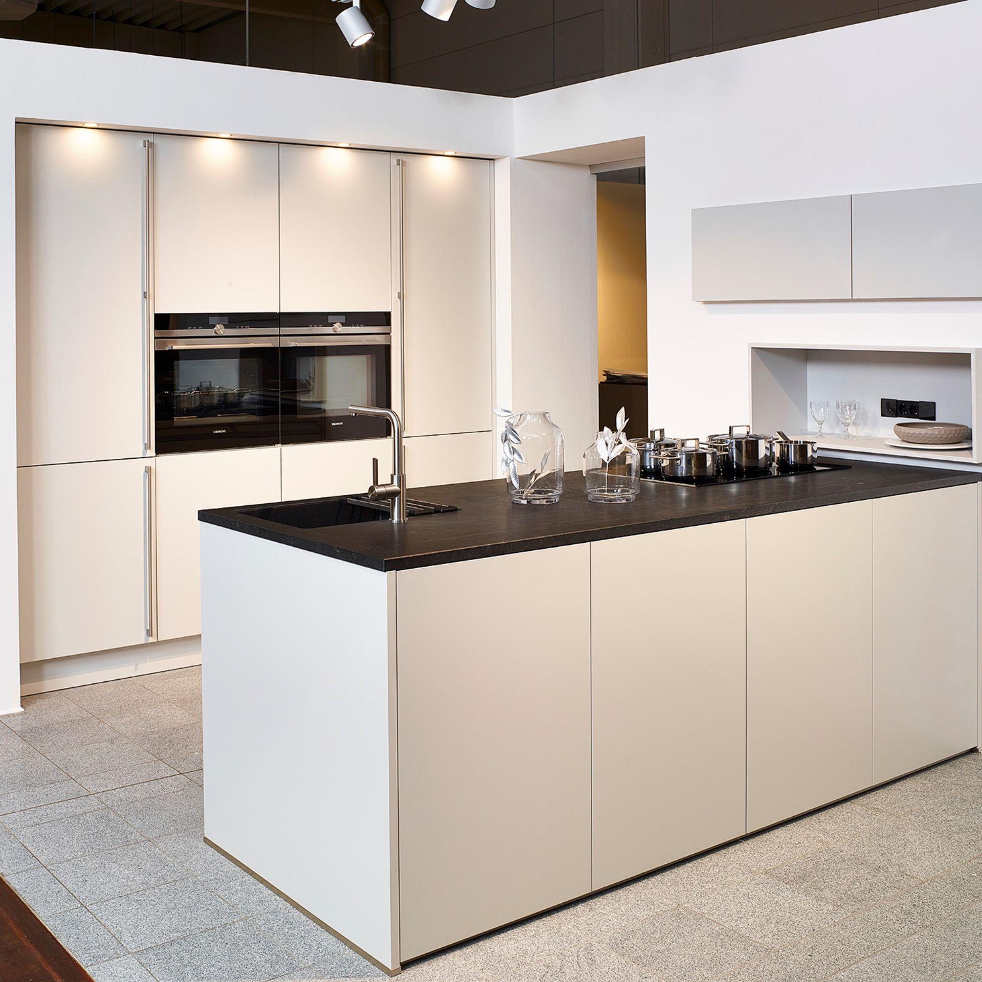 Contur Inselküche matt  Küche loft, Inselküche, Einbauschrank küche