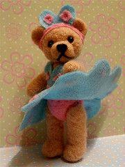"""Marilyn"" felted bear.  http://joyce-feltlike-it.blogspot.com/"