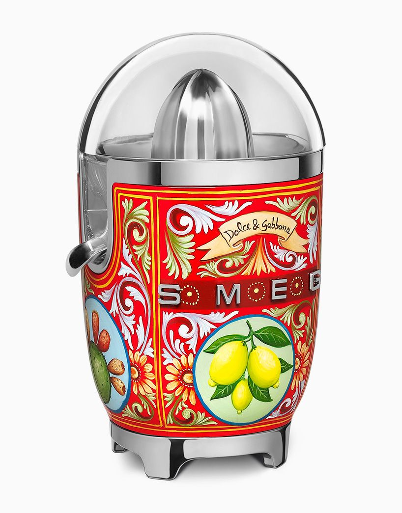 Smeg Geräte Dolce Gabbana Adorns Smeg Kitchen Appliances With Decorative
