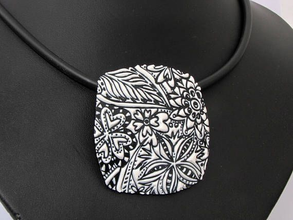 3D  HALSKETTE  in schwarz und weiß handgefertigte Unikat