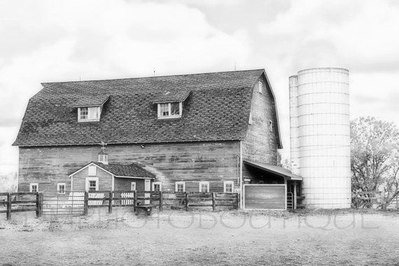 ca535b72119 Black And White Barn