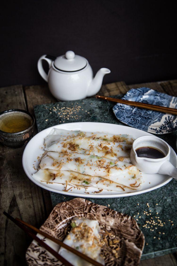 chee cheong fun / cheung fun 肠粉 steamed rice rolls