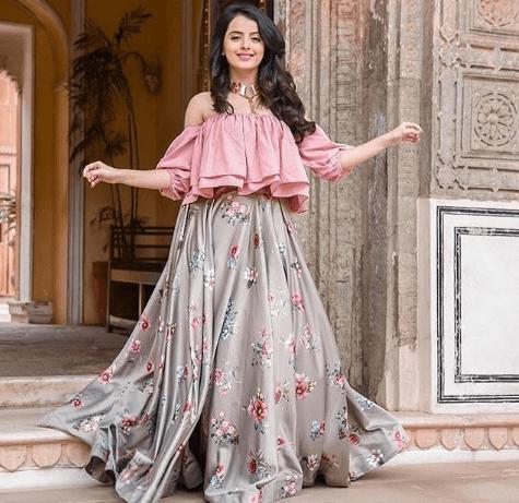 Latest Bridesmaid Lehenga Designs 25 New Styles To Try In 2020 Lehenga Designs New Designer Dresses New Lehenga Design