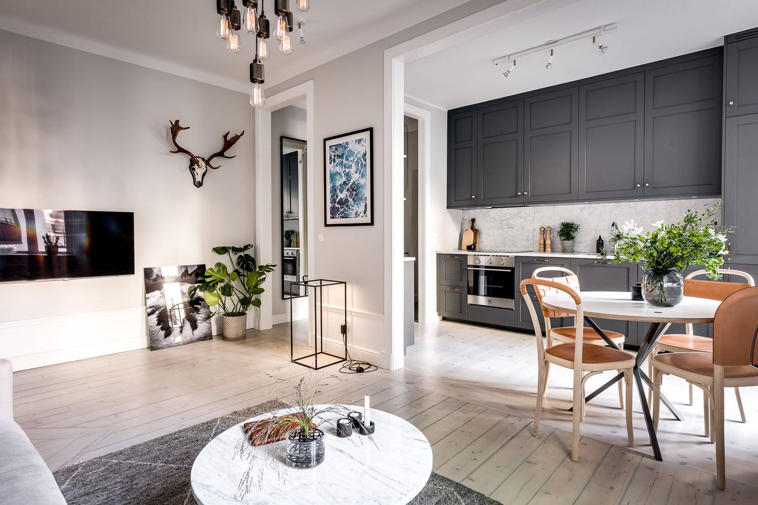 Best Small Apartment With Well Planned Layout And Luxurious 400 x 300