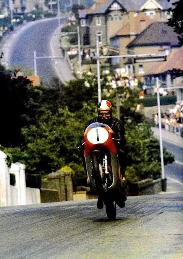 1967 Isle of Man Tourist Trophy, Senior TT. The Great, the legendary Giacomo Agostini in the MV Agusta 500