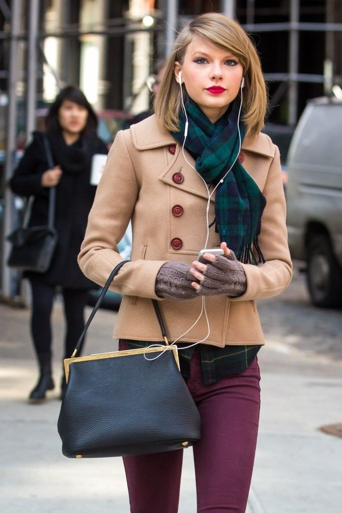 Taylor Swift Photos - Taylor Swift Shops in NYC - Zimbio