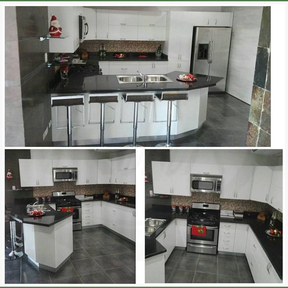 Cocinas modulares modernas blancas combinada con tope de for Cocinas modernas blancas con peninsula