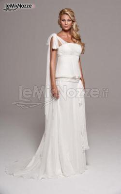 http://www.lemienozze.it/operatori-matrimonio/vestiti_da_sposa/linea-spose-di-elena-belardinelli/media/foto/10 Abito da sposa mono spalla dalla linea elegante