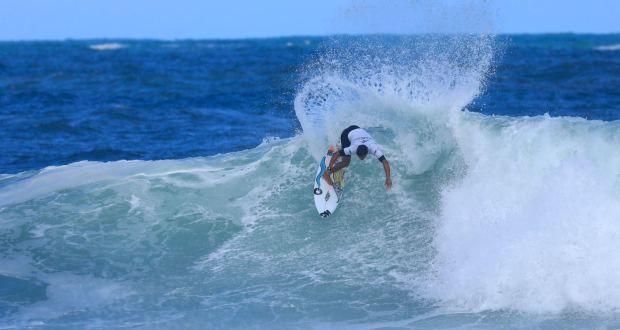 Com ondas de até 3 metros, CBSurf Pro Tour tem show de surf na Praia ... 05d9873f0d