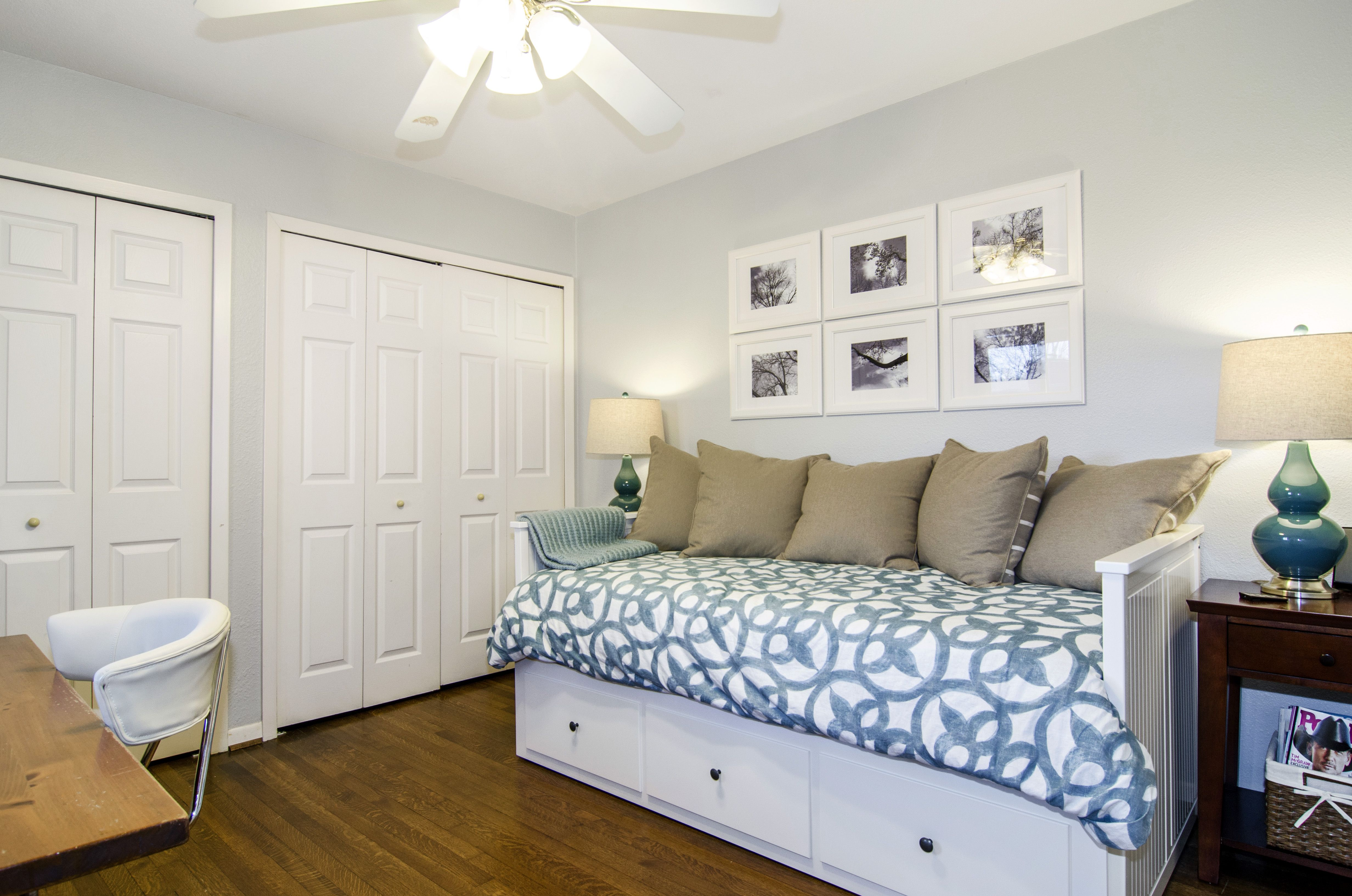 Office guest room combo great idea for that old twin bed