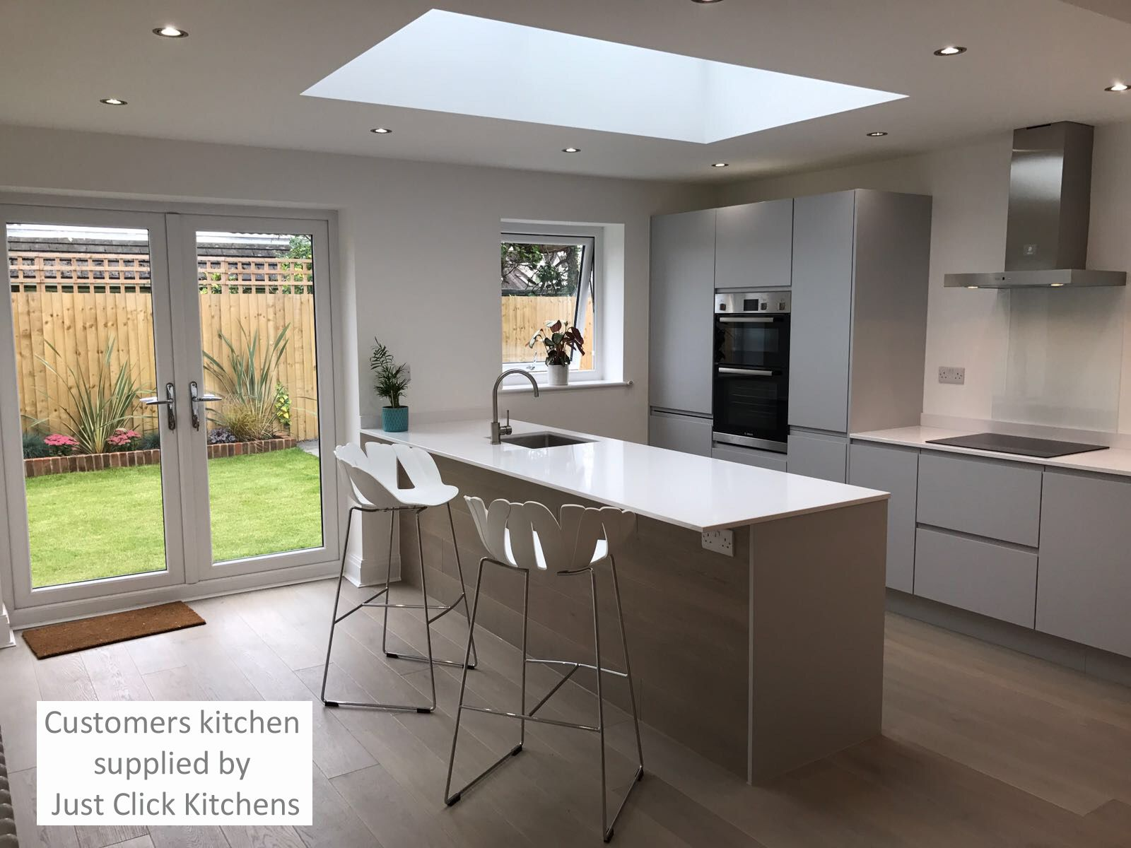 Best Rothwell Light Grey Matt Handleless Kitchen Doors In 2020 400 x 300
