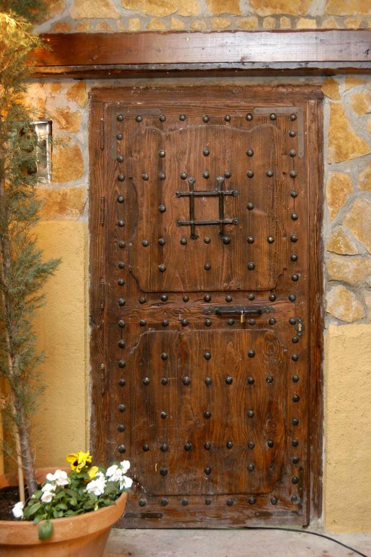 Puertas Antiguas Exterior E Interior En Madera 2020 Puertas De Madera Maciza Puertas De Madera Madera Maciza