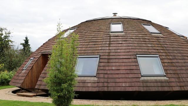 L\u0027Ovni de Martigny - La maison s\u0027étend sur 18 m de diamètre et une