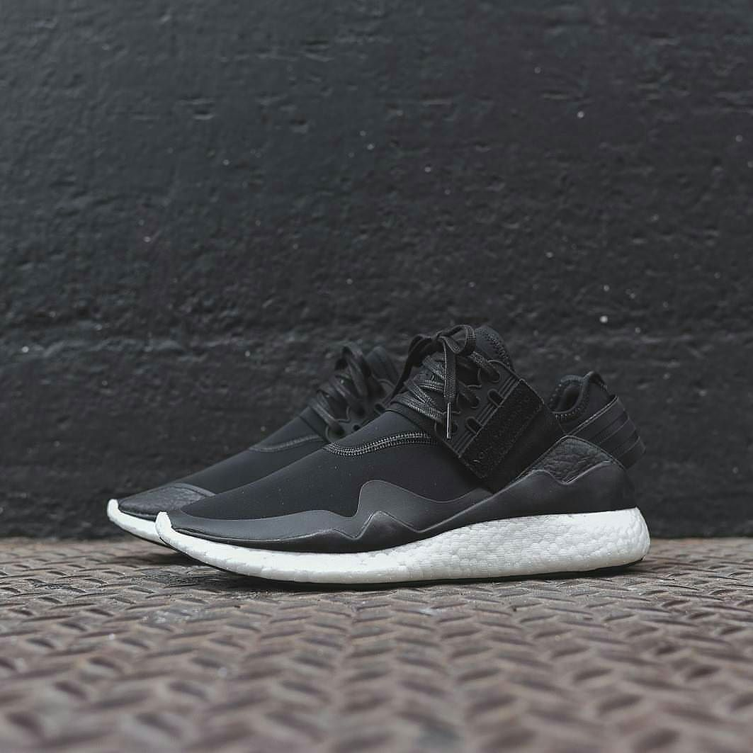 Adidas Y3 Retro Boost Black Core Black White Size 40 41 1 3 42 43 1 3 44   premium Made in vietnam IDR730.000 Order via Line ID  Bodhicouture d3554336ae