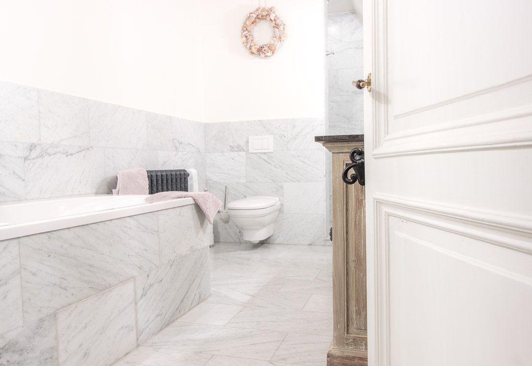 Bianco Carrara Gezoet Badkamer Bathroom Marmer Marble