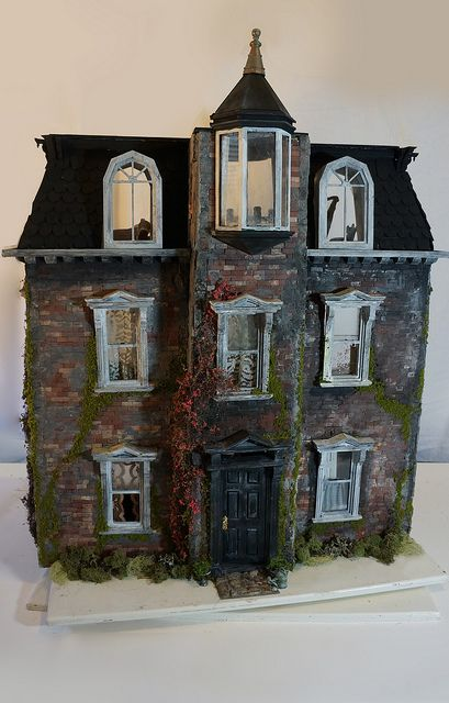 Exterior Haunted Dollhouse And Miniatures