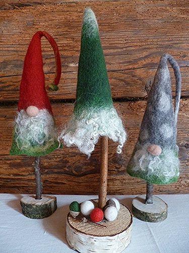 Weihnachtswichtel und Tannenbaum
