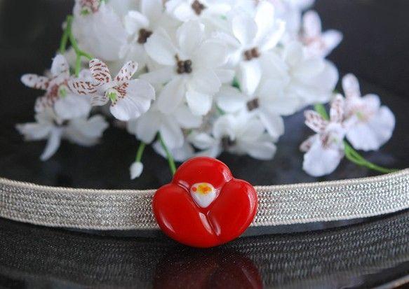 ぷっくり可愛い赤い椿 ガラスの帯留め ⑤