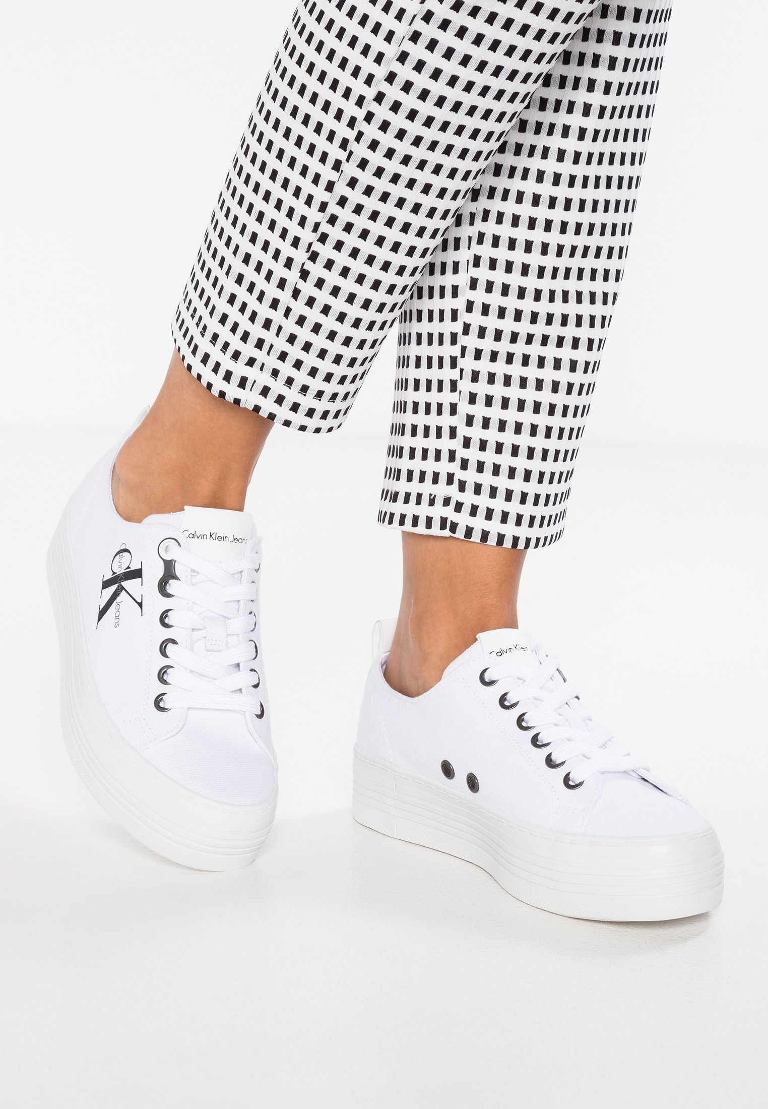 a5ca193fed Calvin Klein Jeans ZOLAH - Sneaker low - white - Zalando.de