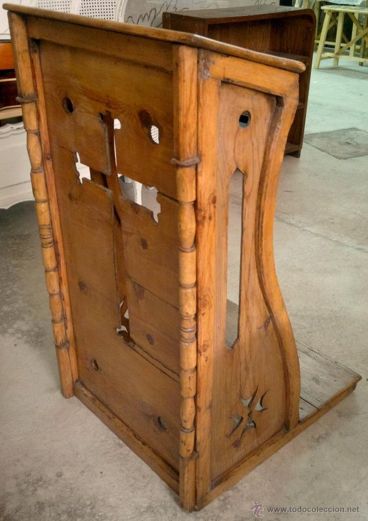 Antiguo reclinatorio, oratorio de madera de pino restaurado. Siglo ...