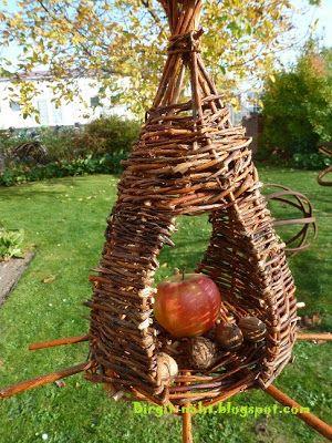birgit n ht weiden flechten blumiges der anfang pinterest bird feeder willow weaving. Black Bedroom Furniture Sets. Home Design Ideas