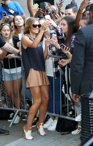 Cheryl Cole Photos Photos - Cheryl Cole greets her fans outside the BBC studios. - Cheryl Cole at the BBC Studios