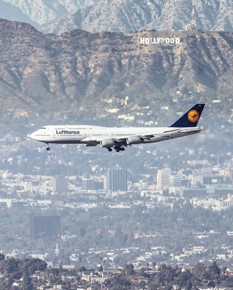 Lufthansa Boeing 747 800 Intercontinental On Final Approach To Los Angeles International Airport Lax Boeing Aviation Boeing Aircraft