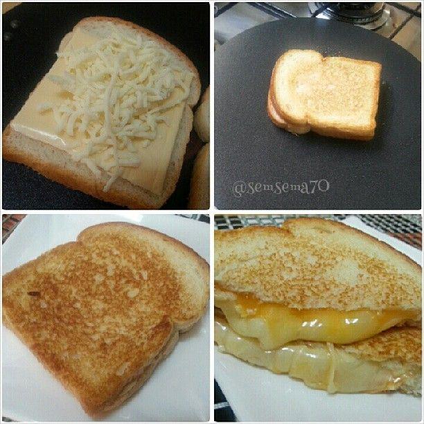 طريقة عمل التوست المحمص بالأجبان طريقة عمل التوست المحمص بالأجبان ندهن التوست بالزيت من الخارج ونحط علي التوست قطعة من الجبن ال Food Cooking Recipes