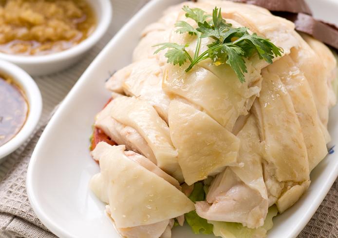 Gestoomde kip met gembersaus