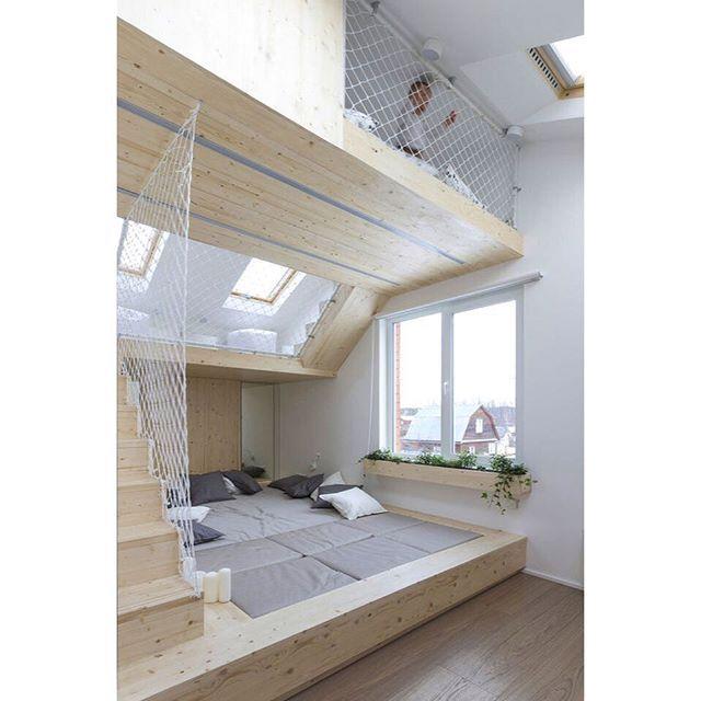 WEBSTA @ loft2arquitetura - Espaço ideal para juntar pais e filhos pra brincar ou descansar! Quem teria um desses em casa? {via archdaily}  #playroom #kidsroom #ruetemple #interiordesign #architecture #arquitetura #interiores #LOFT2arquitetura