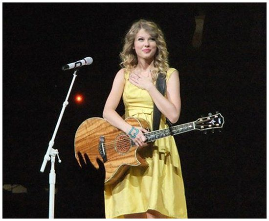 Taylor Swift Singing The Best Day At The Fearless Tour Taylor Swift Fearless Taylor Swift Concert Taylor Alison Swift