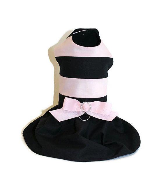Perro gato vestido rosa y negro a rayas de por RockinDogsCoolCats